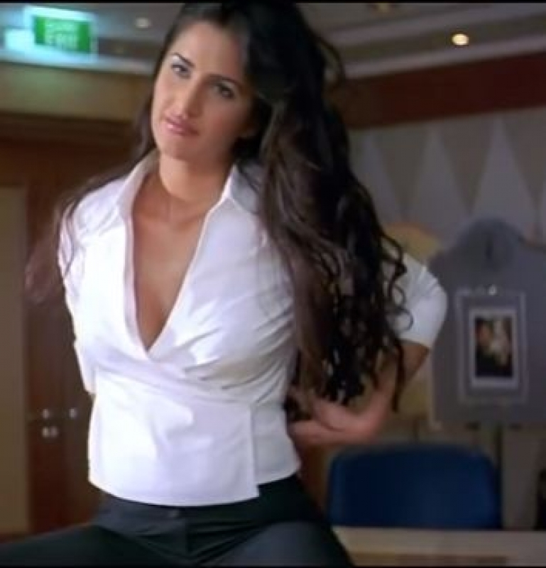 Katrina Kaif Hot Scene-7930
